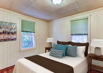 Bedroom1-(2)